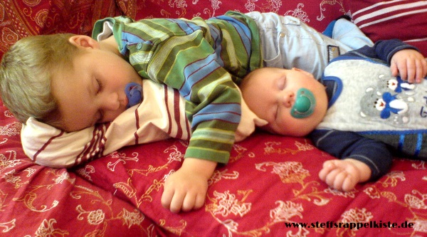 Brüder im Cosleeping-Modus